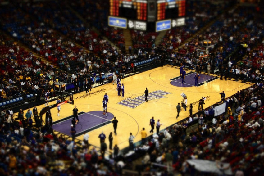 Police Use Barricades to Protect Kings Game from Protesters